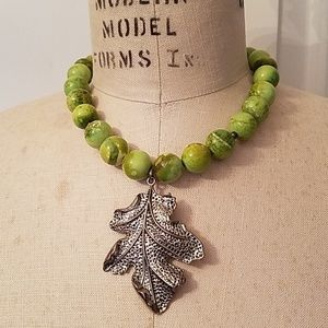 Green bead necklace with Leaf